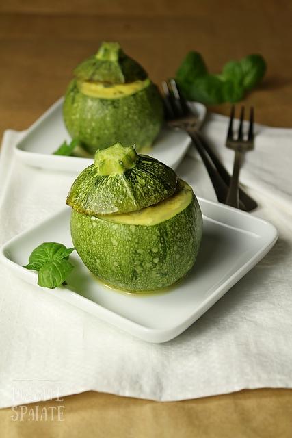 Zucchine tonde ripiene con ricotta e menta