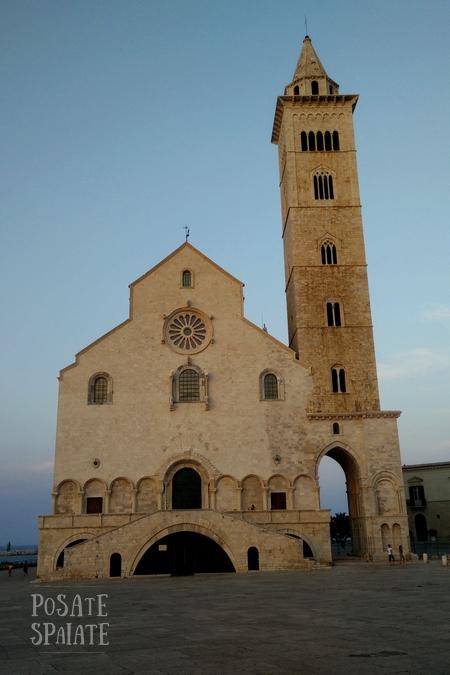 Puglia cattedrale di Trani - Posate Spaiate