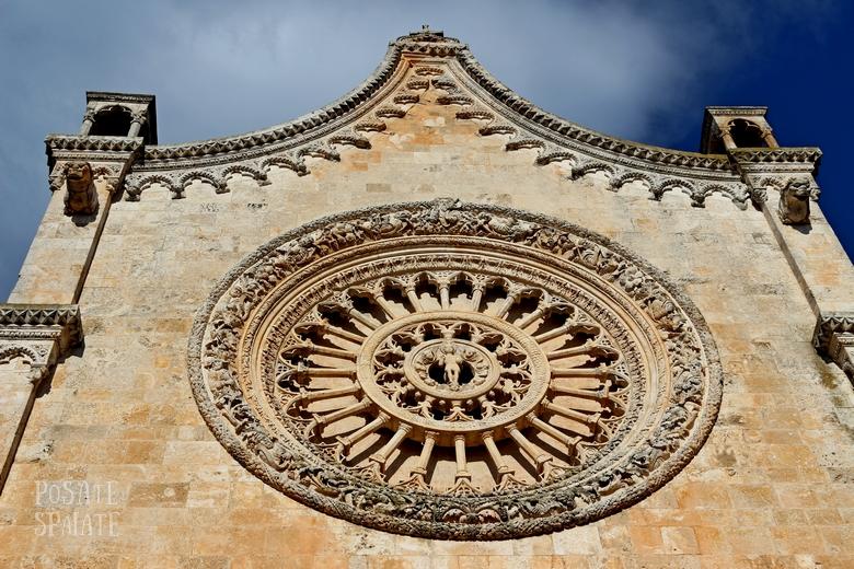 Puglia Cattedrale di Ostuni - Posate Spaiate