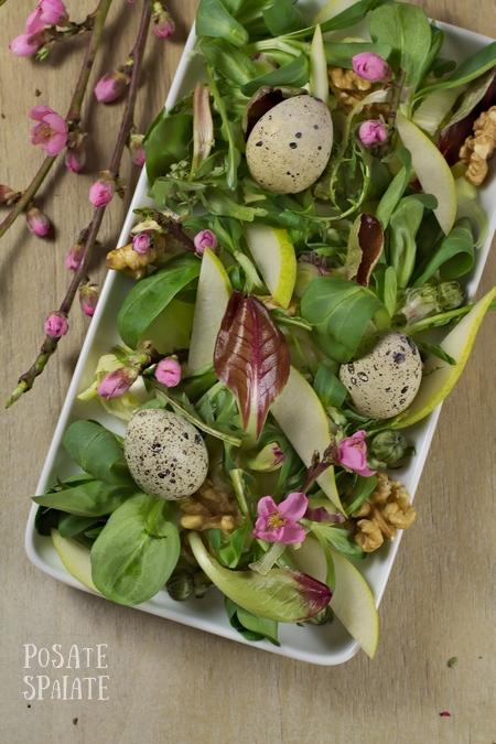 Insalatina di Pasqua con uova di quaglia e i fiori di pesco