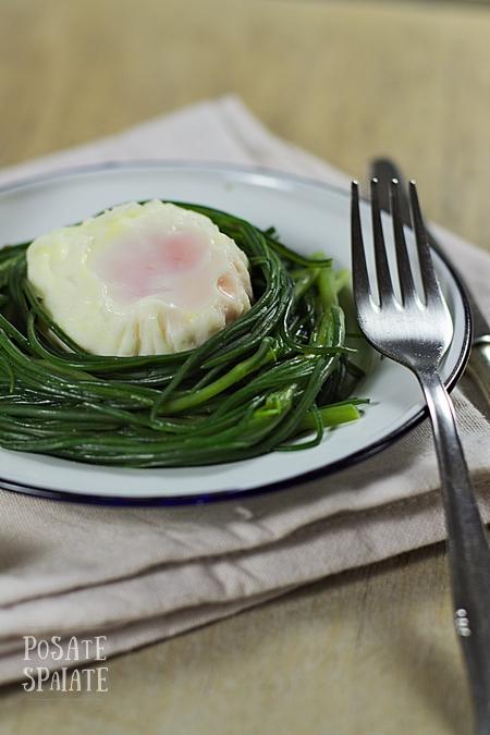 Agretti e uovo pochè_Posate Spaiate