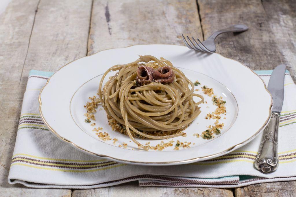 Spaghetti burro acciughe_Posate Spaiate