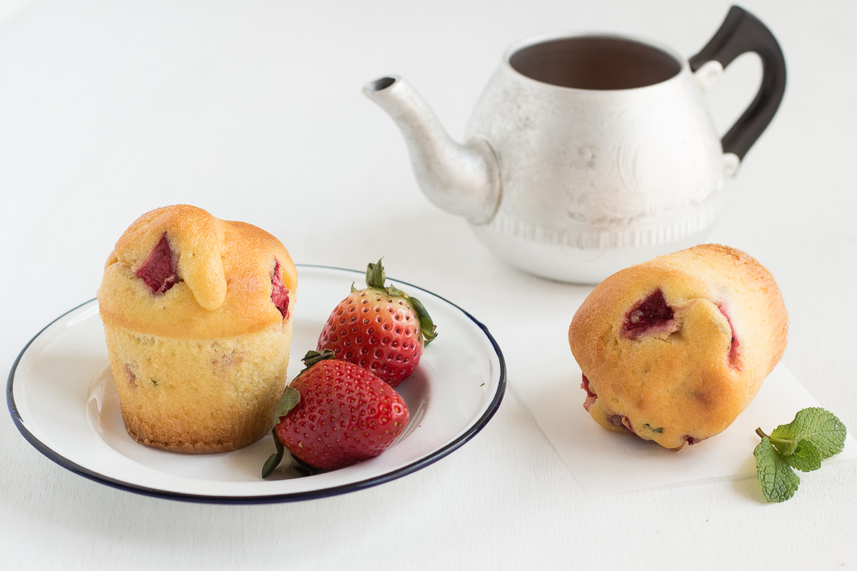 Muffin allo yogurt con fragole e menta_Posate Spaiate