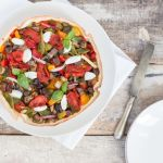 Torta salata senza glutine con verdure colorate