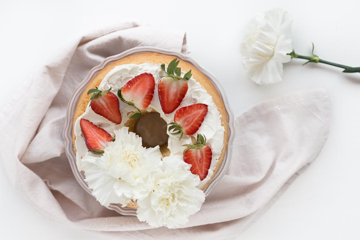 Chiffon cake al limone con fragole e philadelphia